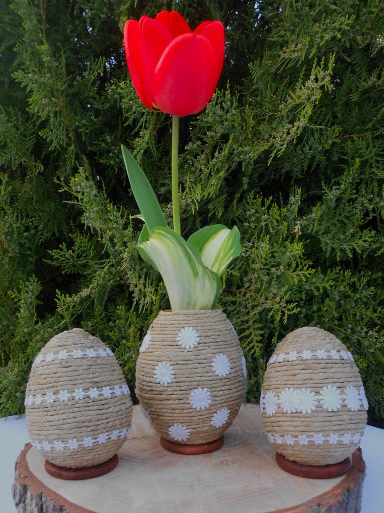 Húsvéti váza tulipánnal