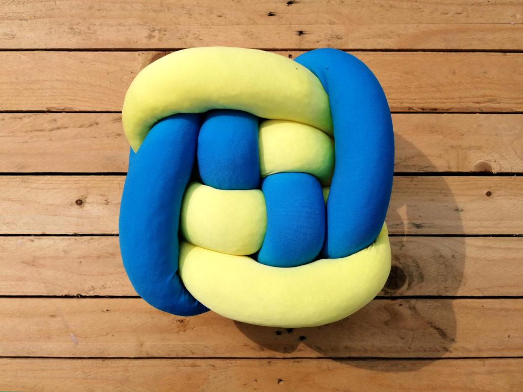 Kék és sárga csomópárna, csomócska
