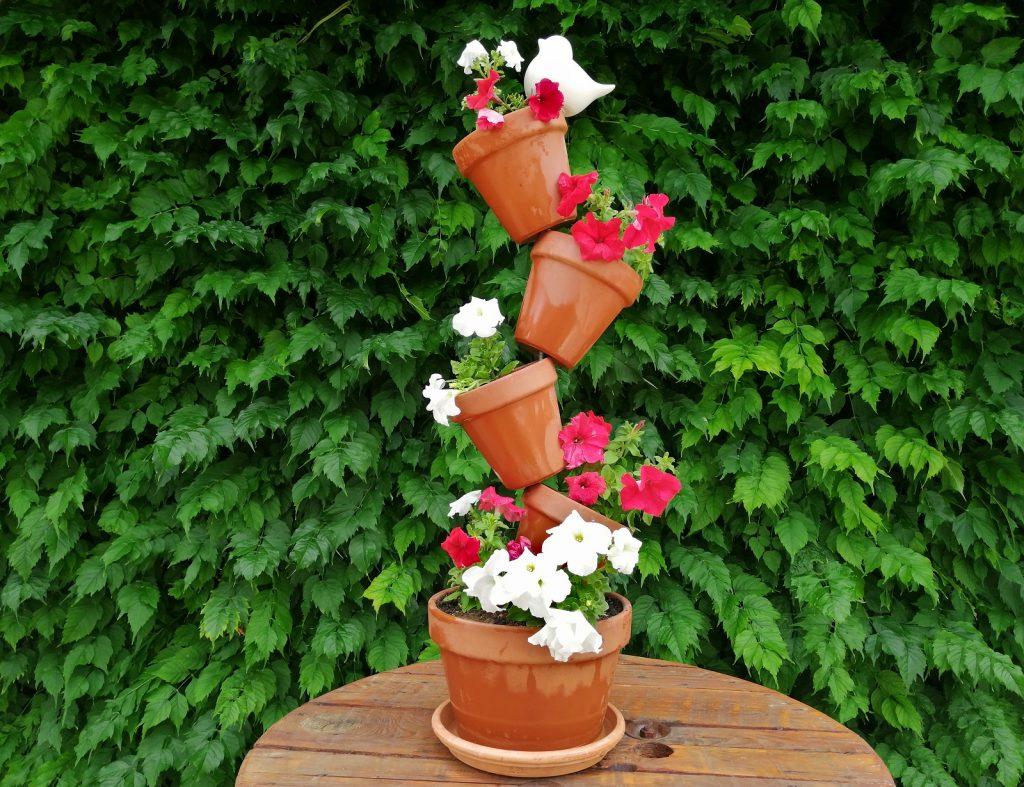 Dülöngélő Cserép Virágtartó
