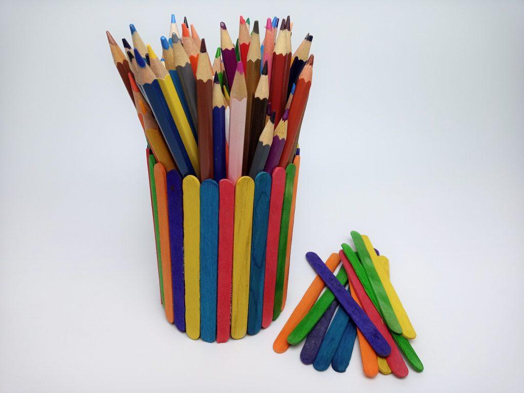 Színes ceruzatartó spatulából