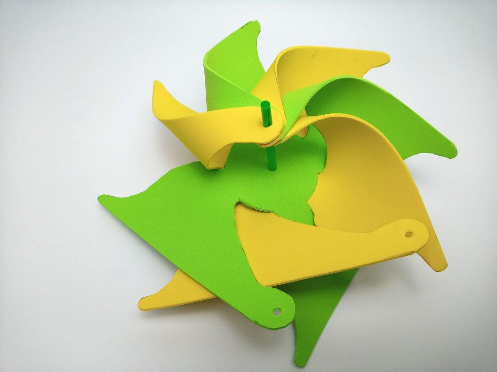 szélforgó zöld-sárga
